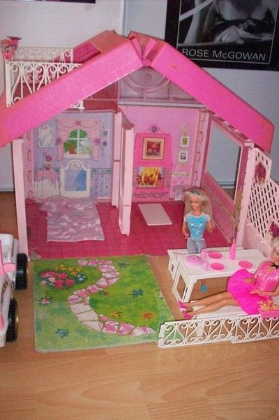 barbie fold n fun house i had this geeking juxtapost. Black Bedroom Furniture Sets. Home Design Ideas