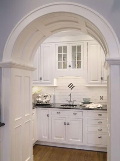 Arch this kitchen mirrors the style of a 1920 s geor for Georgian style kitchen designs