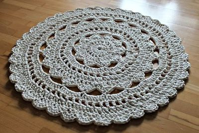 Free Crochet Patterns Zpagetti : Doily rug made with Zpagetti yarn. Tutorial in Danish. Go here for her ...