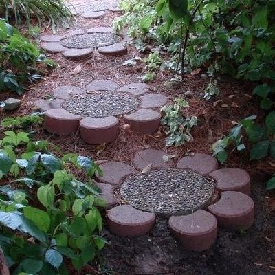 DIY flower stones for garden path (these are easy to put together using standard path stones) ************************************************ (repost) - #garden #path #stones #flower #daisy #DIY - �‰ˆ�ˆš