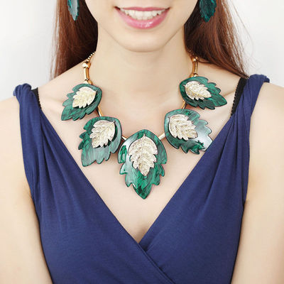 This acrylic jewelry set features a delicate gold plated bar bead chain that highlights five gorgeous double leaf pendant design. This Acrylic Leaf Necklace Earrings Set includes a matching leaf collar necklace and double leaf dangle earrings.