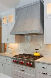 Range hood + marble backsplash