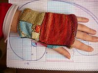 fastknitter: �€œGolden mean fingerless mitts�€ by Buús-Zsohár Anna (via Ravelry)