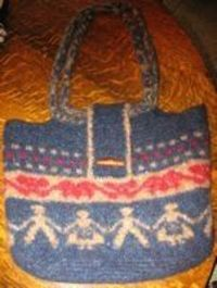 Fair Isle Felted Tote by O/C-Knitiot, via Flickr Free pattern...felted
