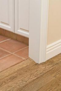 How to Repaint a Baseboard That Has Glossy Paint thumbnail