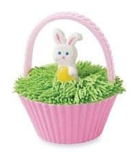 Easter Basket Cupcakes - Who says you can't play with your food? This Easter craft idea looks as good as it tastes.