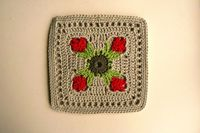 A tulip potholder made by De Hakerij using the Tulip Dishcloth pattern by Doni Speigle.