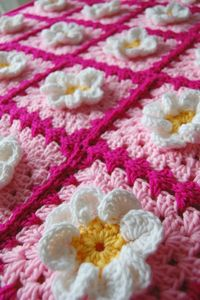 Inspiration: Daisy Flower Pink Granny Square Afghan