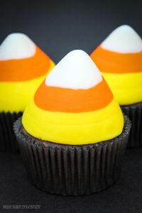 Candy Corn Cupcakes... that's not fondant, it's butter cream!!