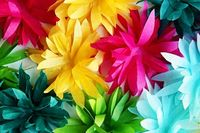 diy-tissue-flower-garland-3
