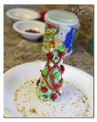 Easy Christmas trees for kids to make. #crafts