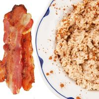 Maple bacon oatmeal: Cook 2 slices of natural turkey bacon, mix oatmeal with 2 tbs maple syrup, then crumble bacon on top. 360 cal per serving