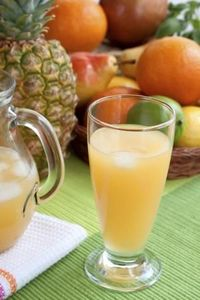 """Digestion Juice Ingredients: �€�2 kiwis, peeled �€�1�€""""2 green apples �€�½ fresh pineapple, peeled and cored �€�1 cup grapes Directions: Put all ingredients through a juicer. #juice"""