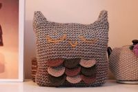Sleepy Owl Cushion knit pattern, knitting, yarn.
